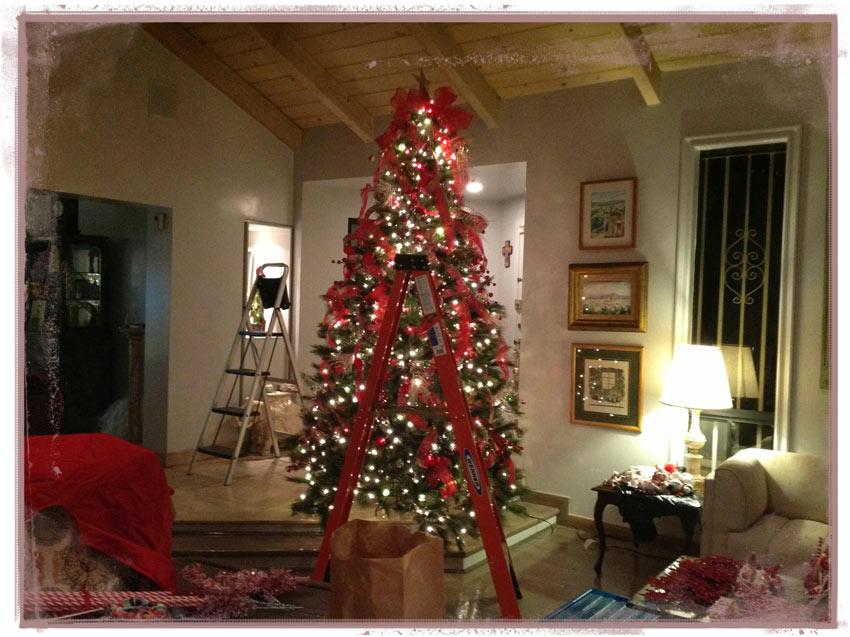 Navidad-Christmas-Arbol-navideño-decoracion-alistando-getting-the-tree-ready