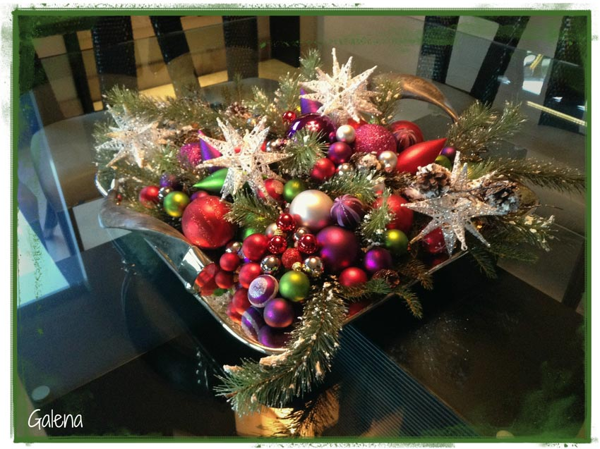 Decoraci n navide a moderna y elegante ana galena - Centros navidenos de mesa ...
