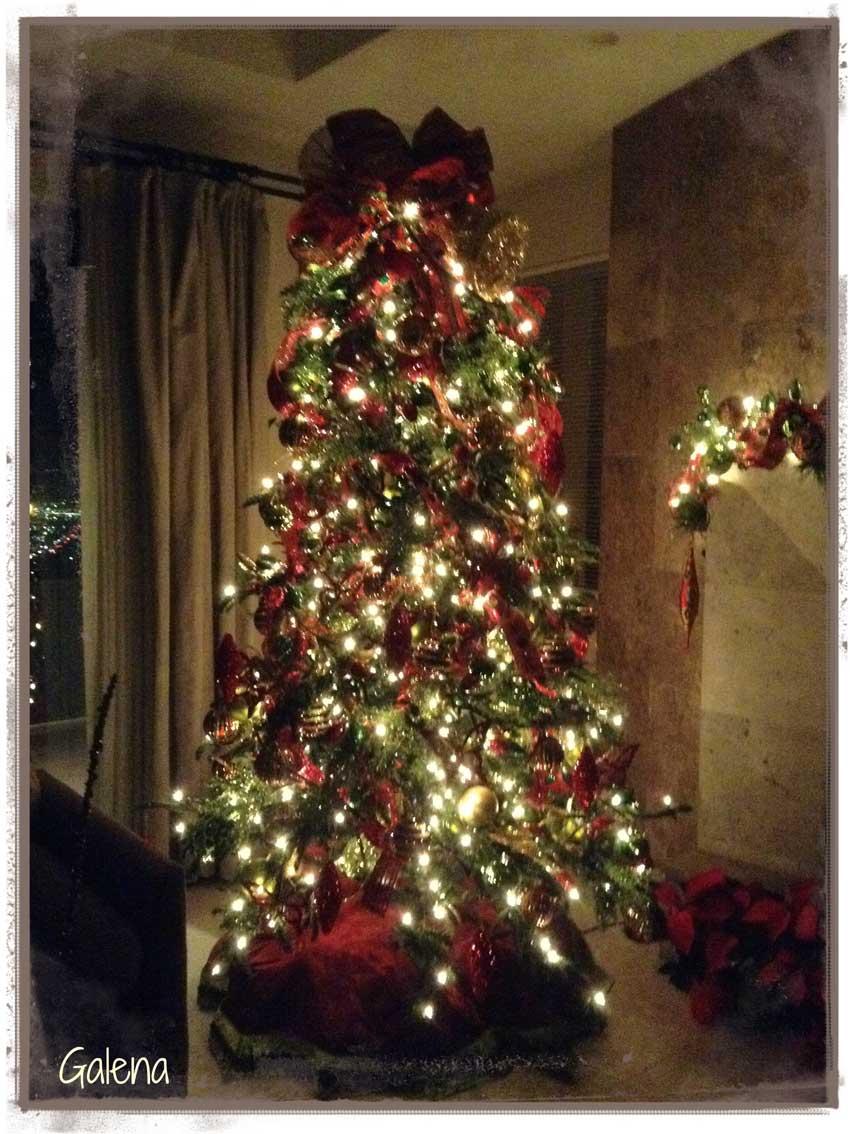 Decoraci n de navidad rojo con verde ana galena - Arboles de navidad dorados ...