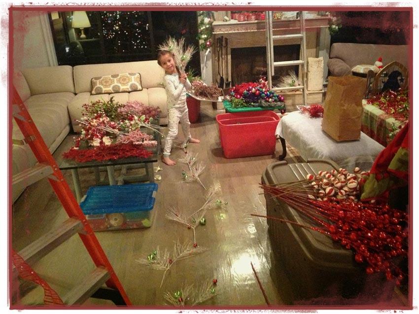Navidad-Christmas-decoracion-material-getting-tree-ready-my-little-helper