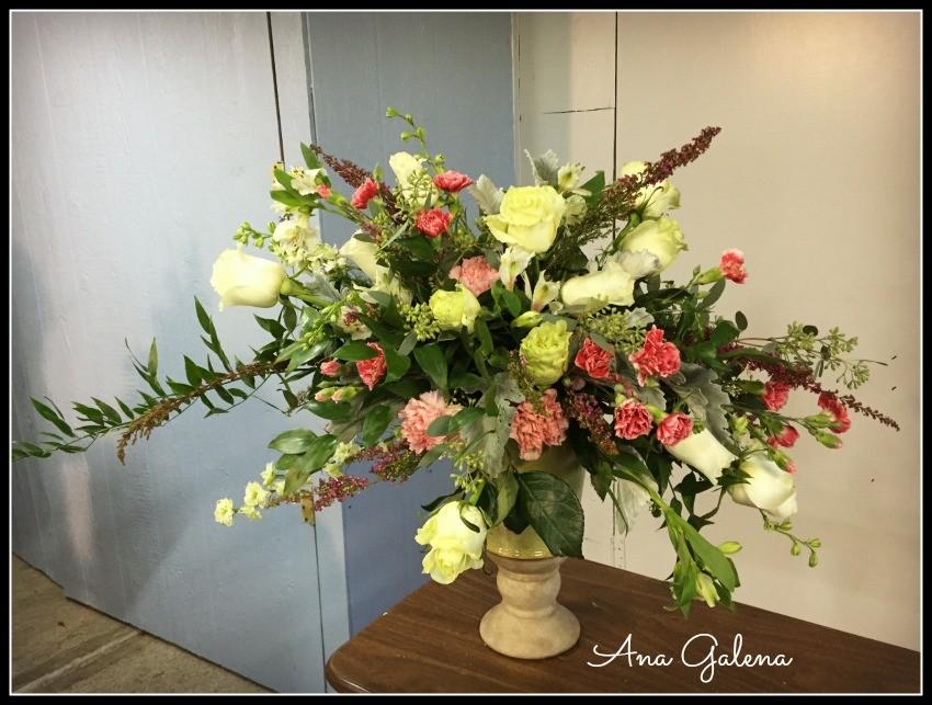 como hacer un arreglo floral en urna paso 11