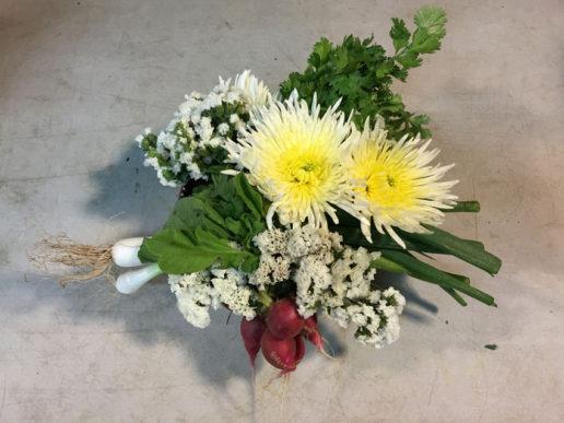 Dale click en la imagen para ver el video de como hacer este arreglo floral