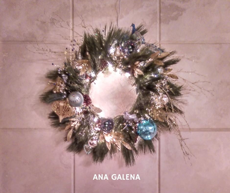 corona-de-navidad-dorado-y-turquesa-elegante-chimenea-ideas