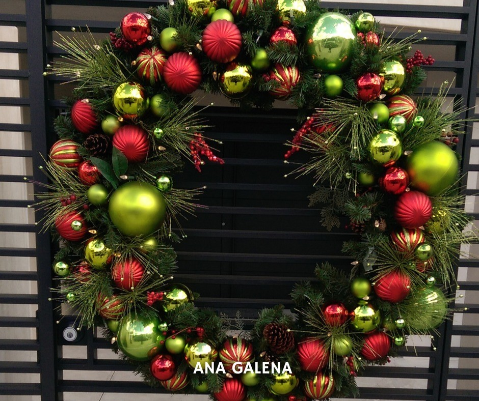 corona-de-navidad-grande-puerta-colores-tradicionales