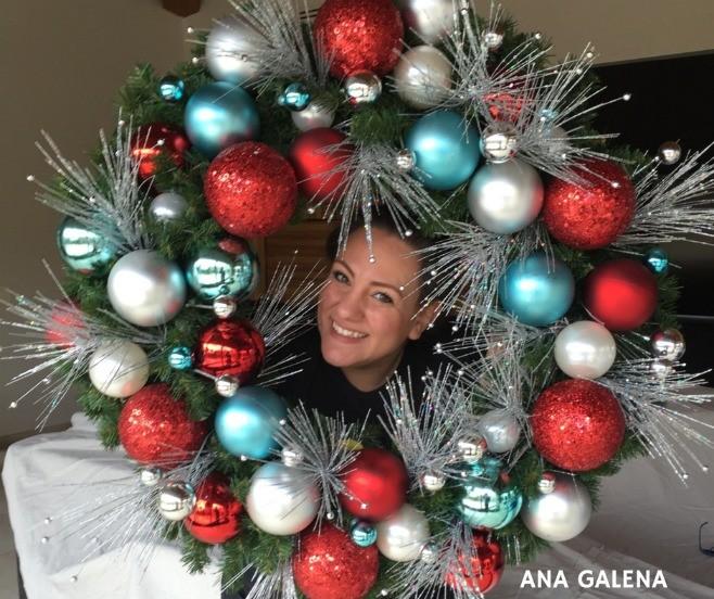 corona-de-navidad-rojo-blanco-y-azul-puerta