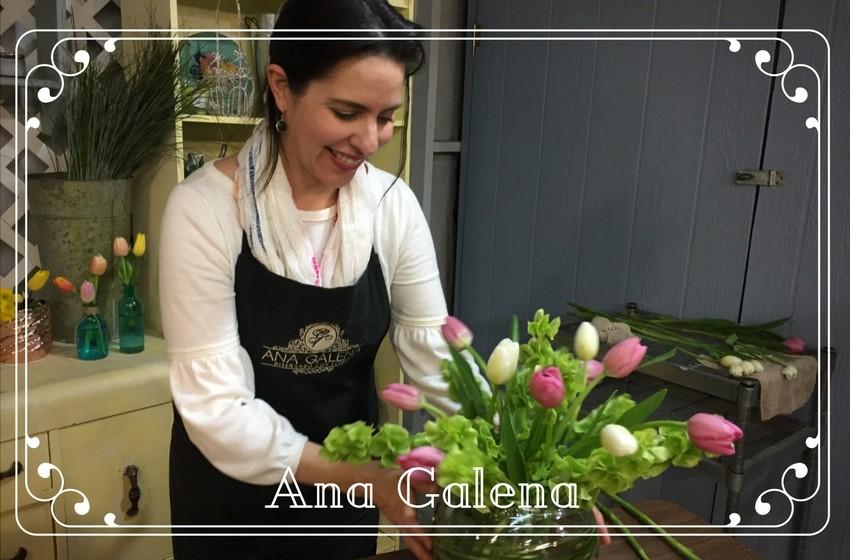 Ana Galena trabajando