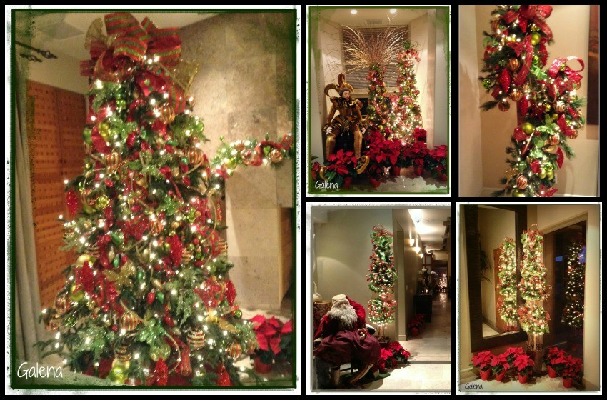 Decoraci n de navidad rojo con verde ana galena for Arreglos navidenos para puertas 2016