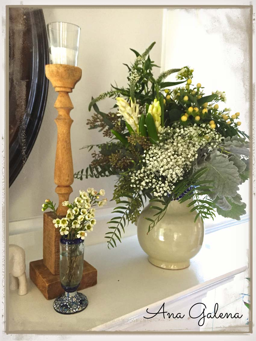 florero-con-flores-en-chimenea