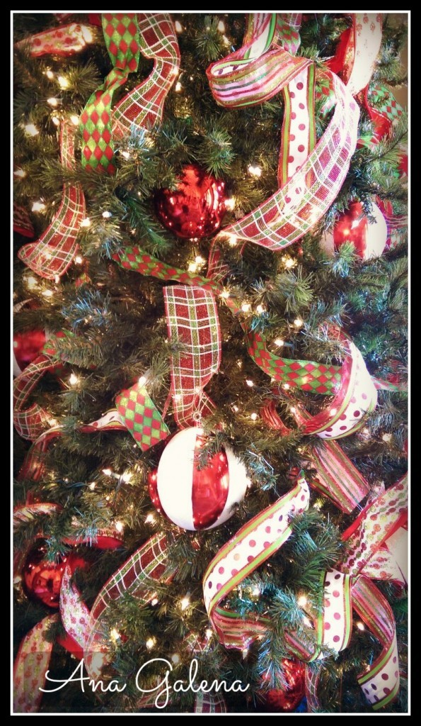 el arbol de navidad con esferas