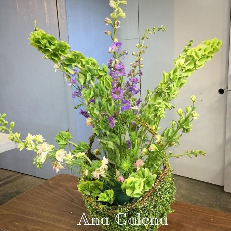 acomodo-de-espuelitas-en-un-arreglo-floral