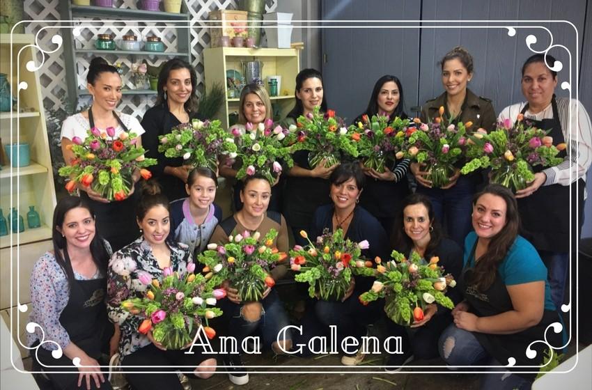 En la clase de arreglos florales con tulipanes