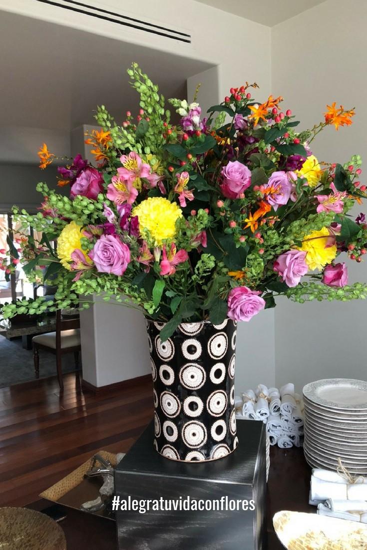 arreglo con flores para decorar tus eventos